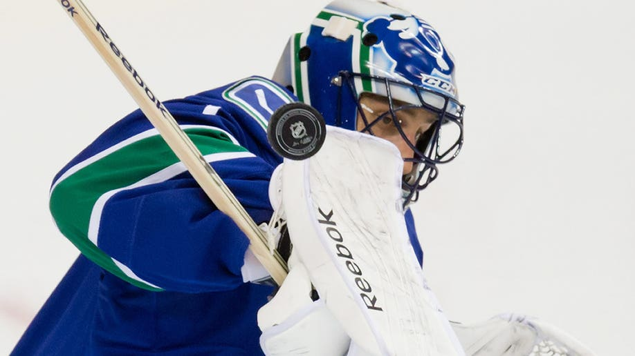 cfbb4eff-Avalanche Canucks Hockey