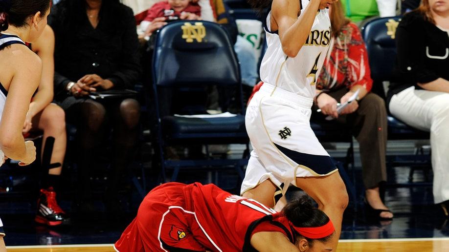 77d010cb-Louisville Notre Dame Basketball