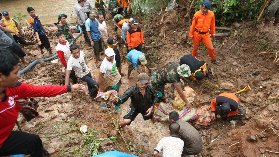db5485e2-Indonesia Deadly Landslides