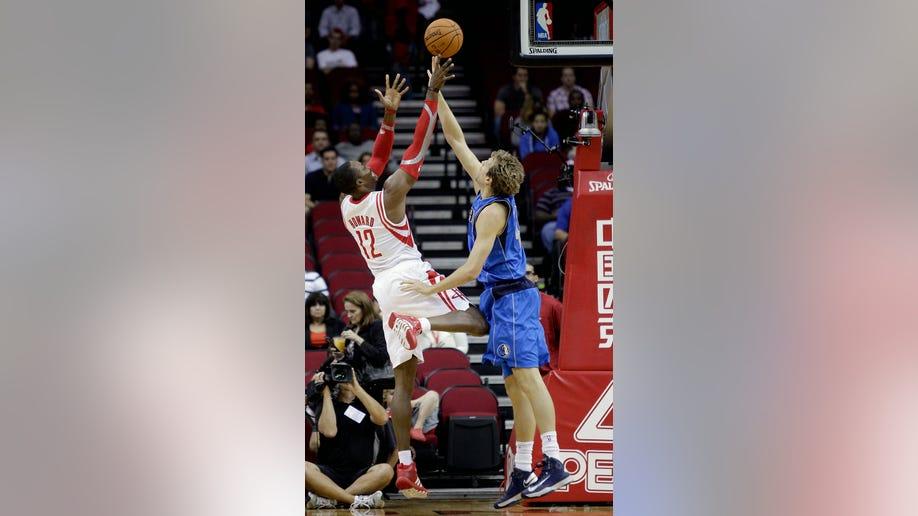 98c5581b-Mavericks Rockets Basketball