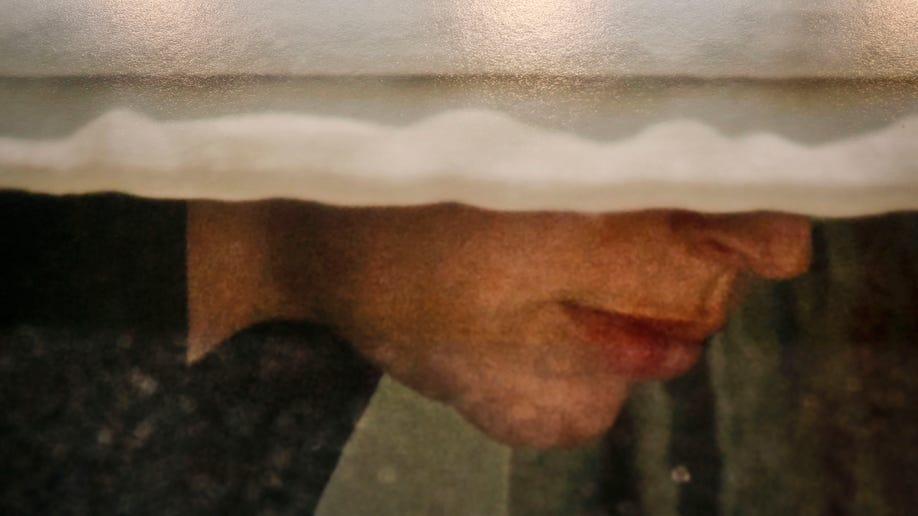 75615d96-Peeping Art