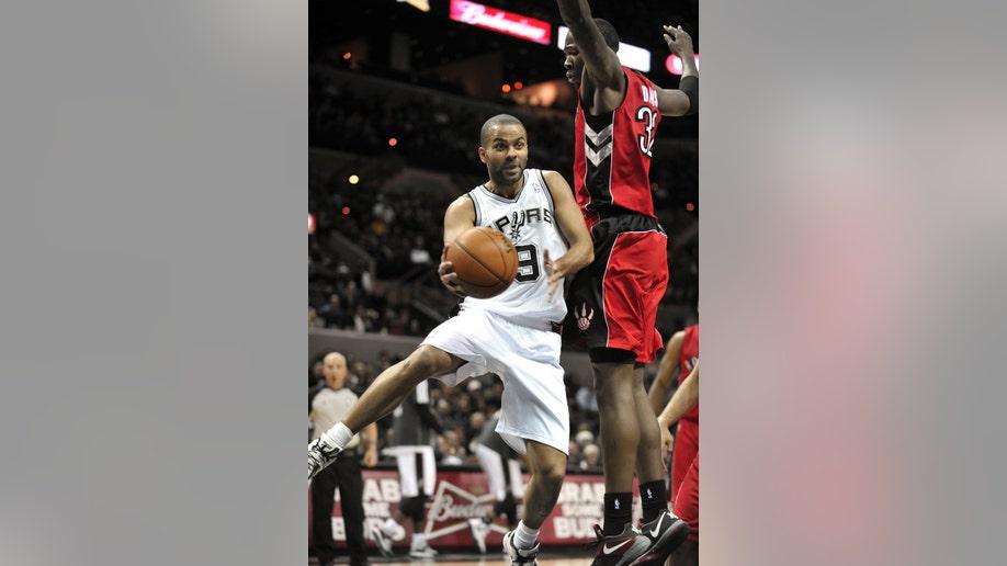 ff8c21cf-Raptors Spurs Basketball