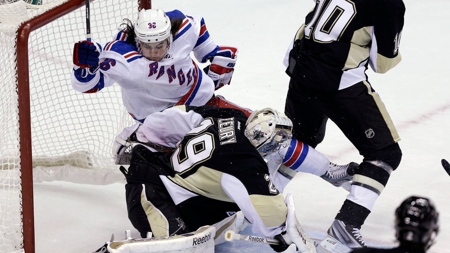 64b4903c-Rangers Penguins Hockey