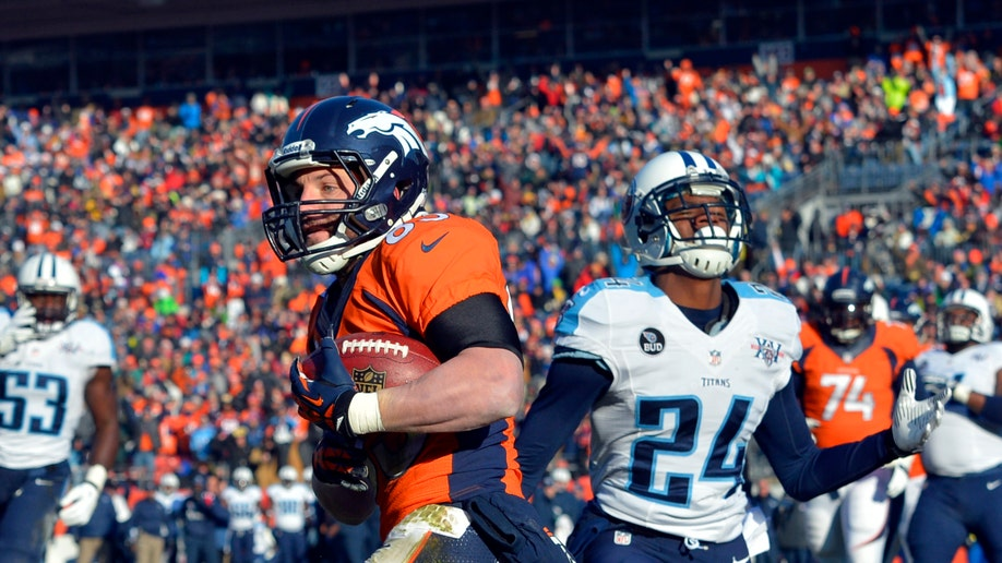 8dbe737e-Titans Broncos Football