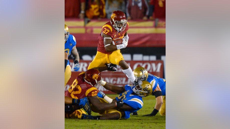 b2412d3e-UCLA USC Football