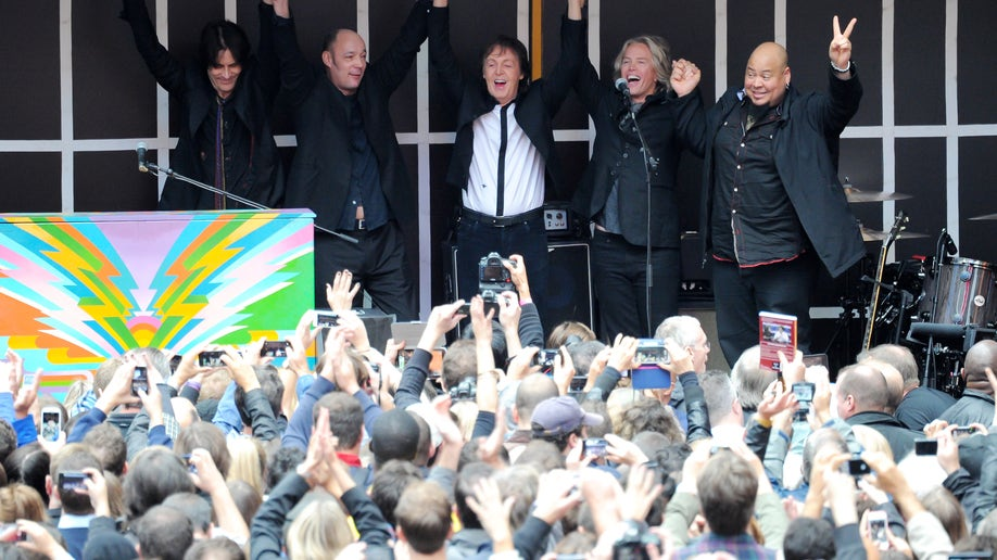 Paul McCartney Surprise Times Square Concert