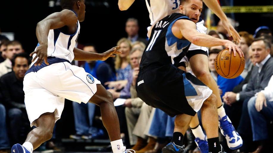 d2fc40f4-Timberwolves Mavericks Basketball