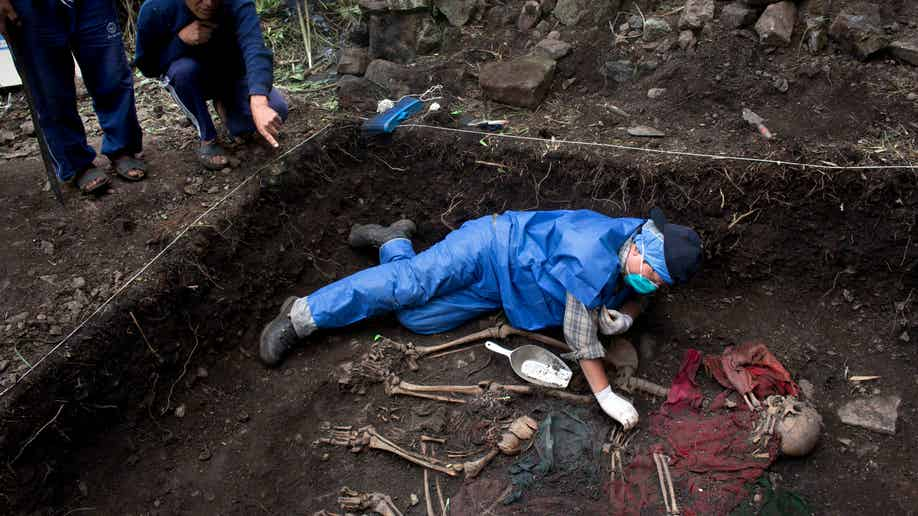 7c2a8ab3-Peru Unearthing The Bodies