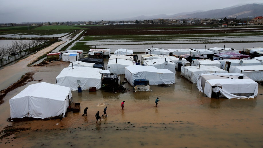 2ee08c1f-Mideast Lebanon Kuwait Syrian Aid