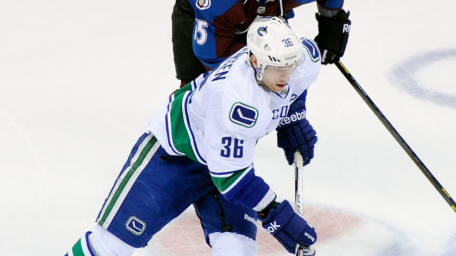 36133474-Canucks Avalanche Hockey
