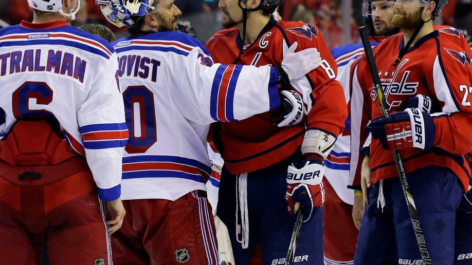 b1533028-APTOPIX Rangers Capitals Hockey