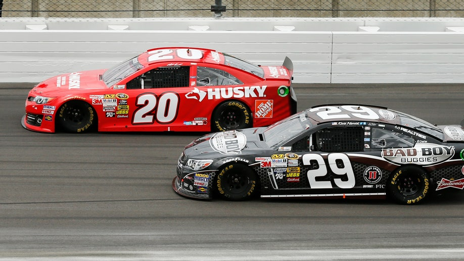 80cc242d-NASCAR Kansas Auto Racing