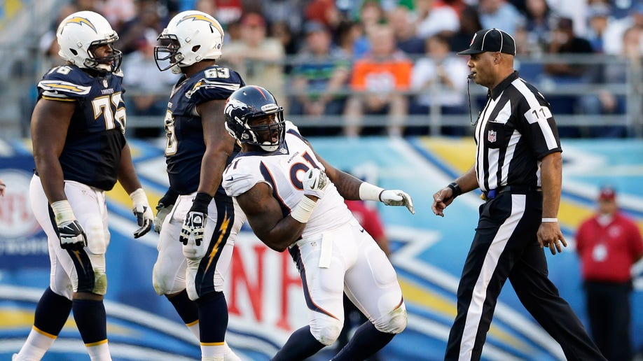aa4817a7-Broncos Chargers Football