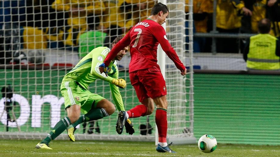 1118cbad-Sweden Portugal Wcup Soccer