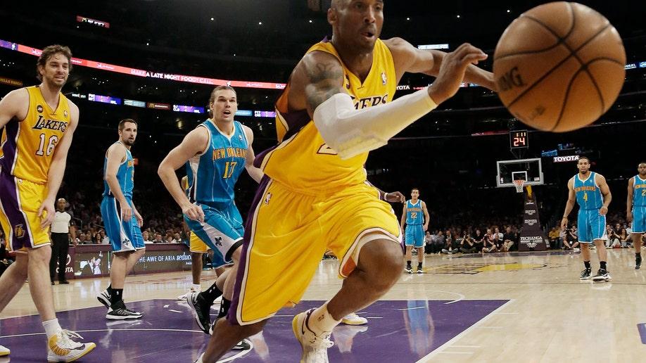 a4955716-Hornets Lakers Basketball