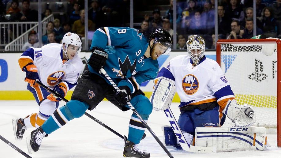 e465adbe-Islanders Sharks Hockey