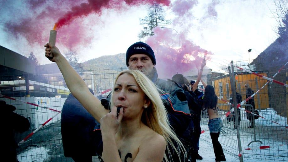 81957c23-Switzerland Davos Forum Protest