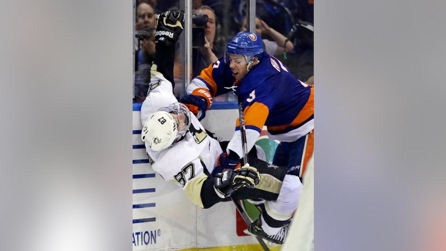 1e3bcd9f-Penguins Islanders Hockey