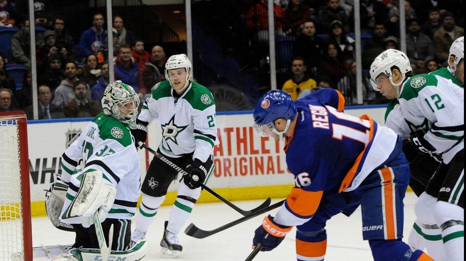 e0003881-Stars Islanders Hockey