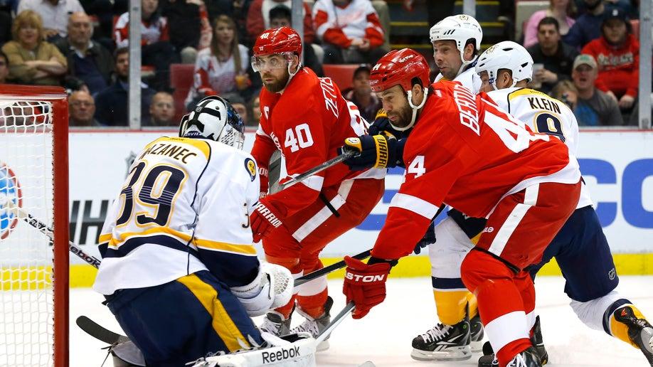 1aa1116e-Predators Red Wings Hockey