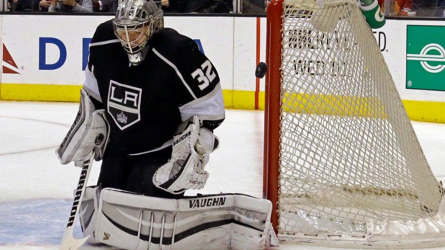 5a4ae224-Blackhawks Kings Hockey