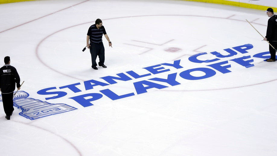 1b920023-Senators Bruins Hockey