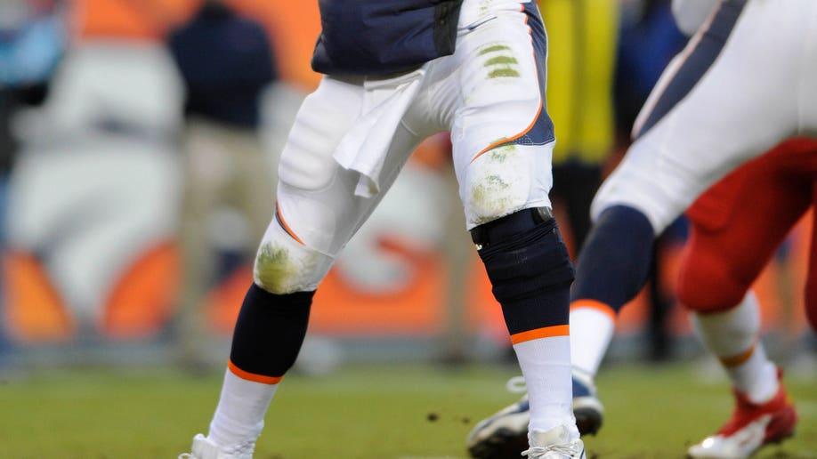 7e6c1e15-Chiefs Broncos Football