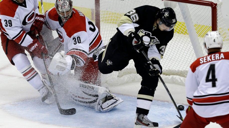 82807d13-Hurricanes Penguins Hockey