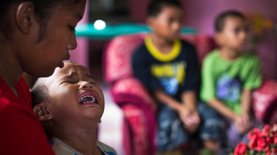 7dc56b8b-Philippines Typhoon Orphans