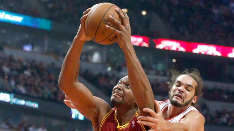 5c48a76f-Cavaliers Bulls Basketball