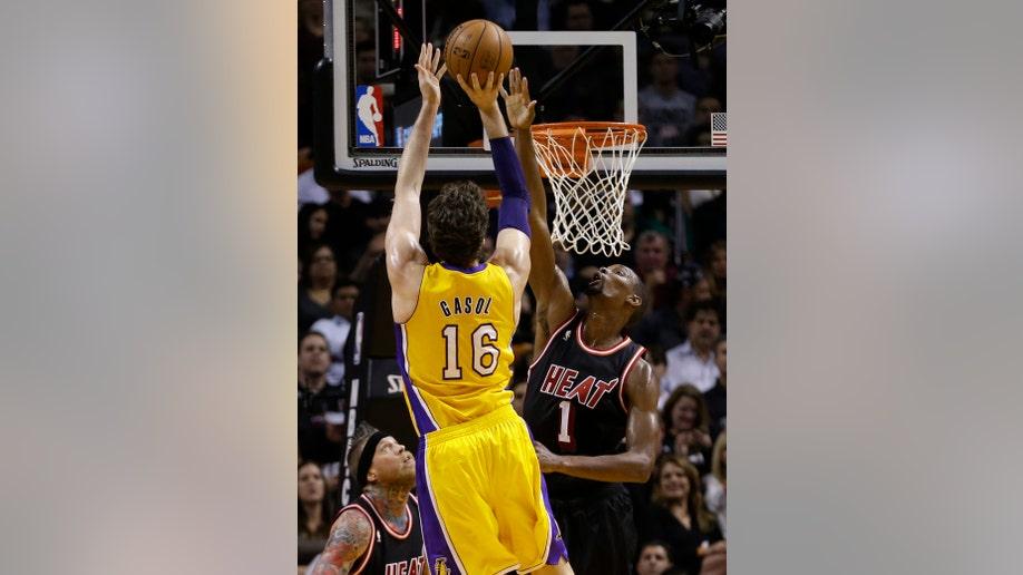 bdb25ba7-Lakers Heat Basketball
