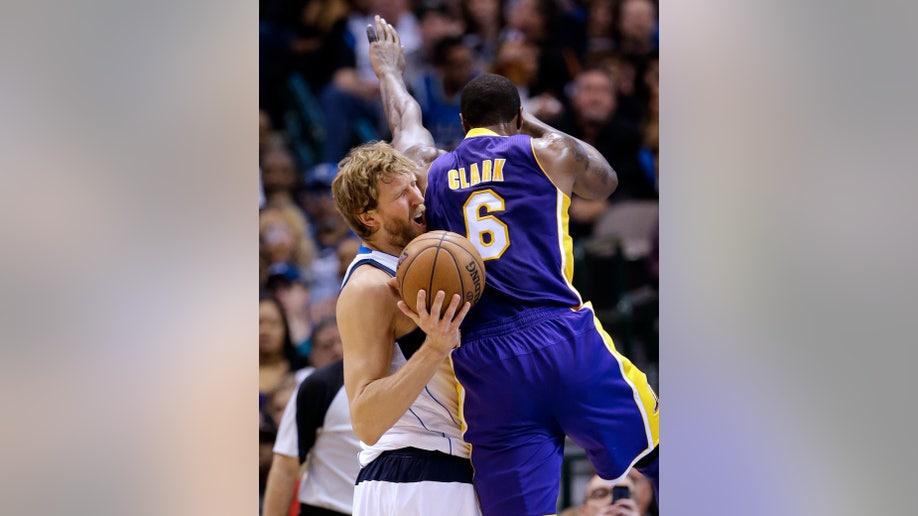 adf585b2-Lakers Mavericks Basketball
