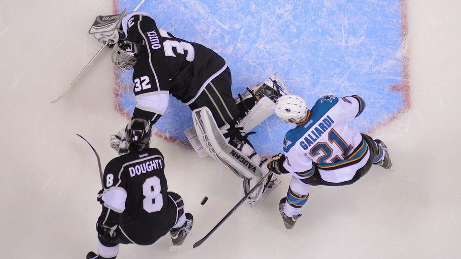 32148471-Sharks Kings Hockey