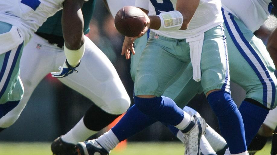 5cd43ede-Cowboys Eagles Football