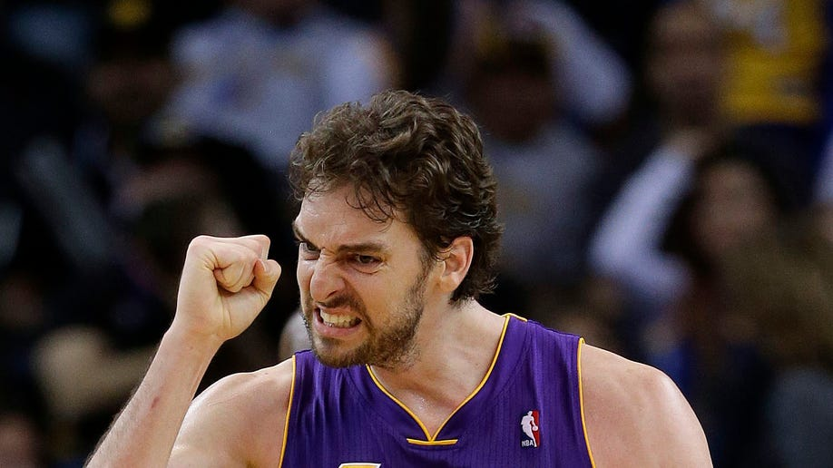 d66ce312-Lakers Warriors Basketball