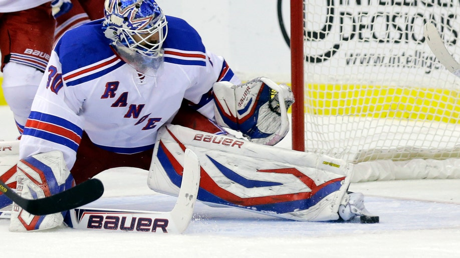 King Henrik Lundqvist S 2nd Consecutive Shutout Helps Rangers Beat