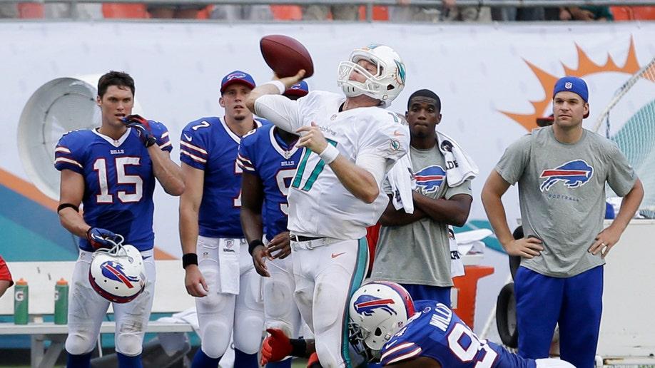 30dbeeb4-Bills Dolphins Football