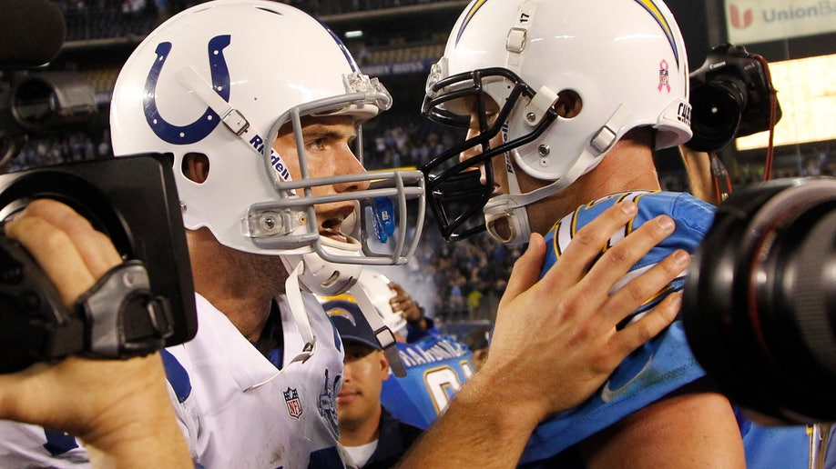 9eaa4f5f-Colts Chargers Football