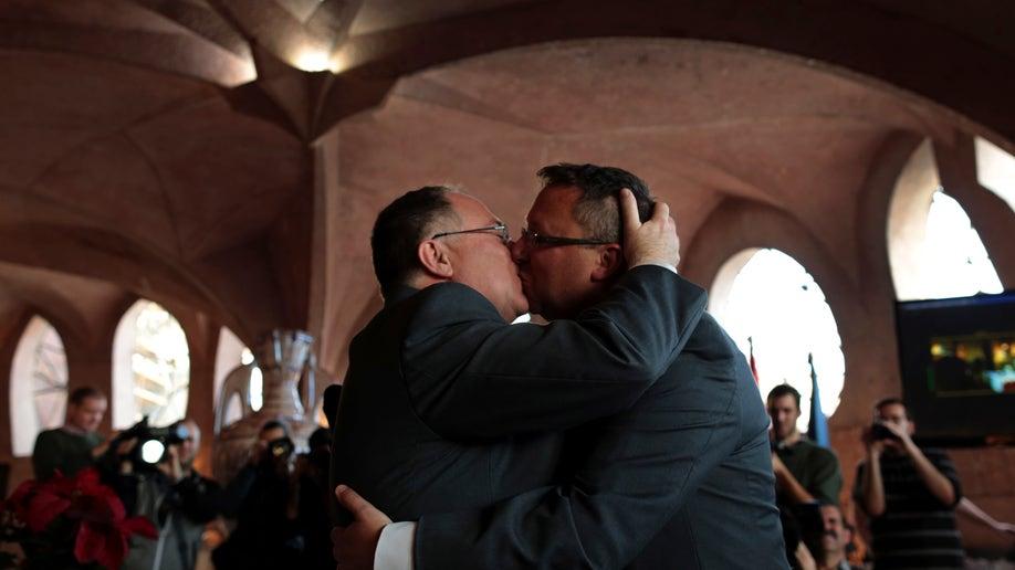 df491bca-Spain Australia Gay Marriage