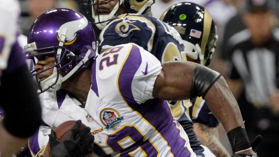 ea76eb69-Vikings Rams Football