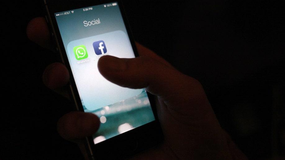 4b09e486-Facebook WhatsApp