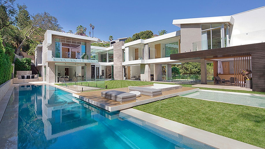 A Hollywood Home With An Aquarium Like Swimming Pool Fox News
