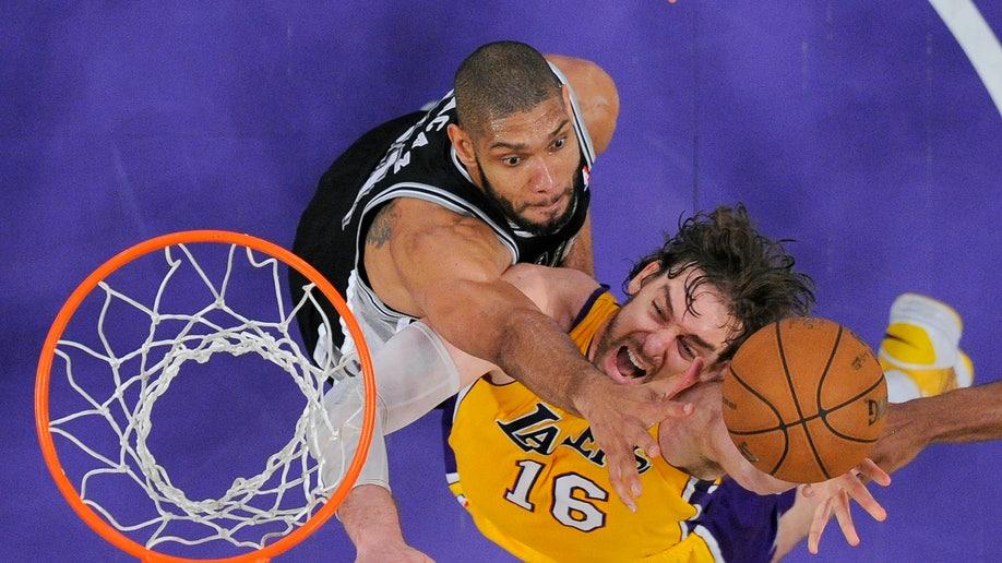 1e3bcd9f-Spurs Lakers Basketball