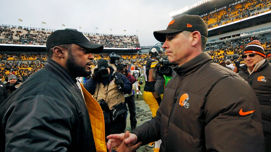 8b356c9a-Browns Steelers Football