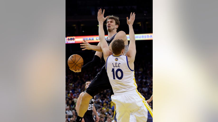 64b6f3eb-Spurs Warriors Basketball