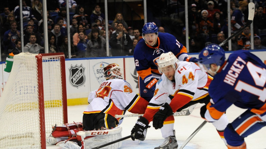 953fbcc1-Flames Islanders Hockey