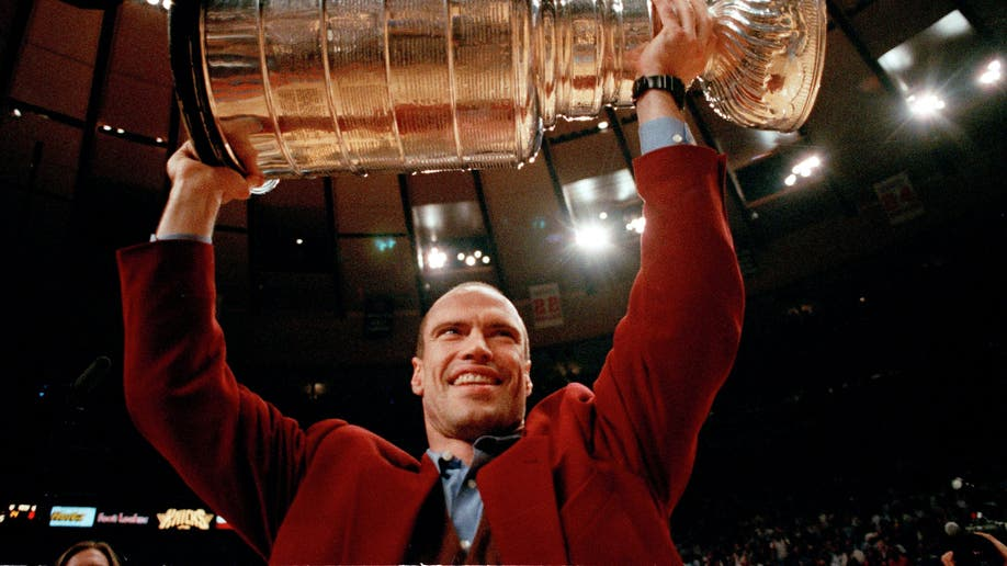Ambassador Messier Hockey