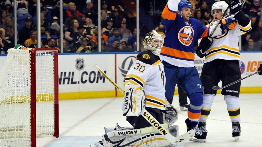0df3f88b-Bruins Islanders Hockey