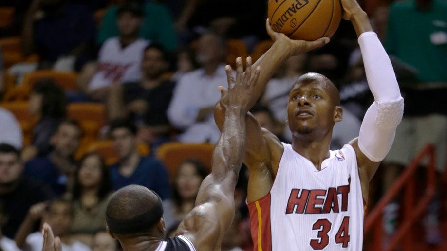 2ffac21e-Nets Heat Basketball