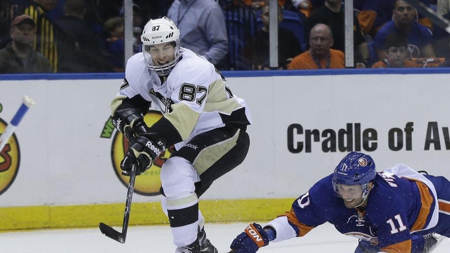 921e4d19-Penguins Islanders Hockey